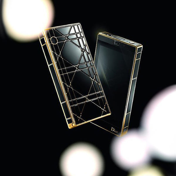 Телефон Dior Mother-of-Pearl Touch Phone